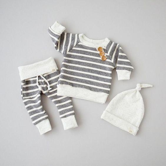 gấp quần áo cho trẻ sơ sinh